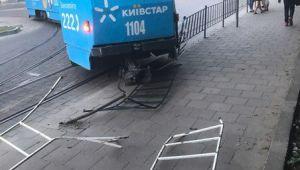 Трамвай зiйшов у Львові з колії на кінцевій зупинці