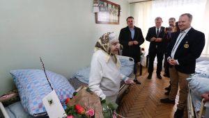 Ротарійці-іноземці у Львові допомагають геріатричному пансіонату