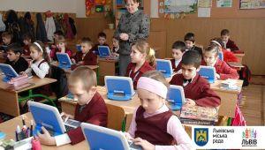 Львівська міськрада просить врегулювати проблему невакцинованих учнів