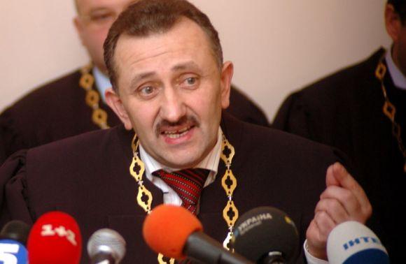 ЗМІ: Суддя-«колядник» Ігор Зварич вийшов насвободу за«законом Савченко»