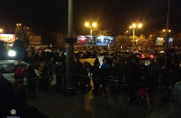УЛьвові через повідомлення про вибухівку знову евакуювали вокзал