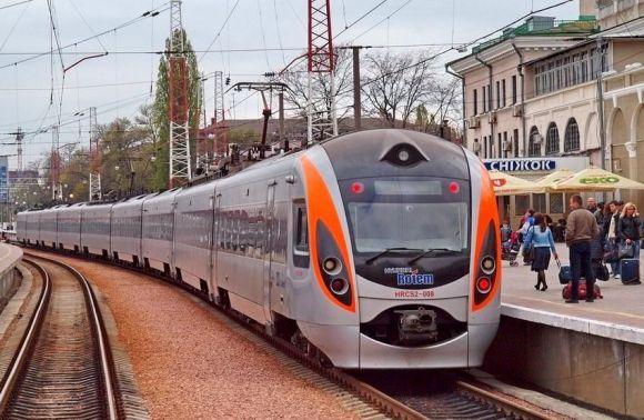 Укрзалізниця запустить новий потяг доПольщі