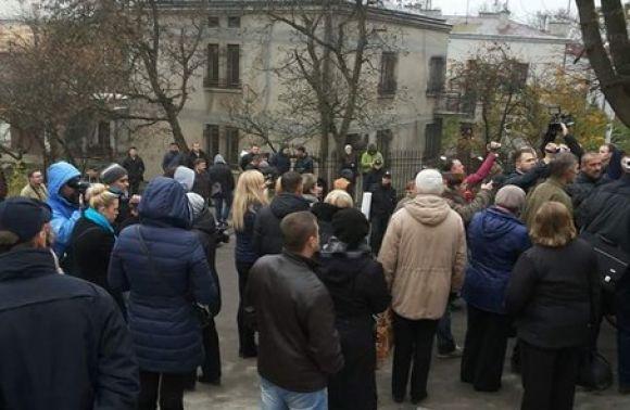 Близько 30 жінок таучасників АТО пікетували будинок Садового