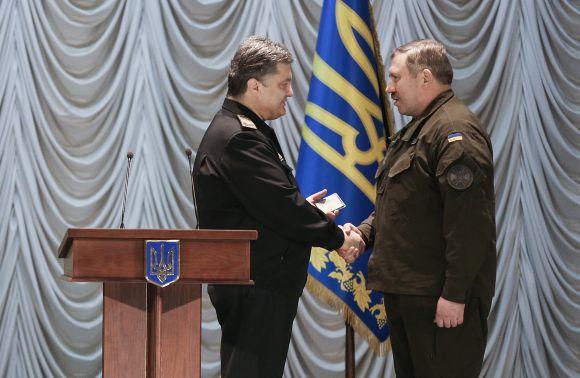 Уразі військового стану вАвакова заберуть Нацгвардію,— Порошенко
