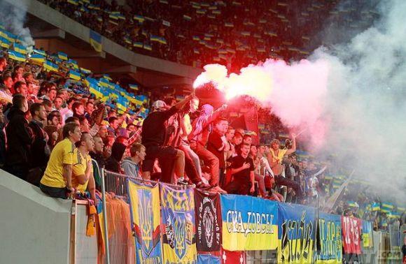 На Львівщині затримали стрільця на футбольному матчі thumbnail