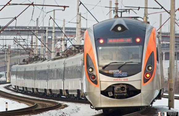 «Укрзалізниця» запустила щедва додаткових поїзда між Києвом і Львовом