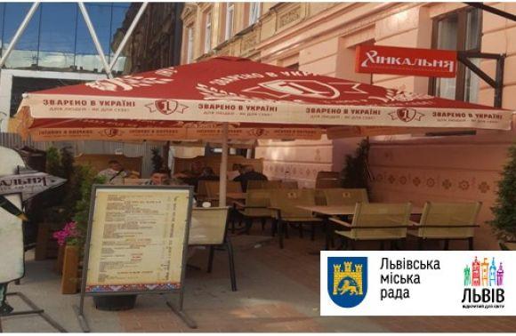 Комунальники демонтували у Львові шість літніх майданчиків