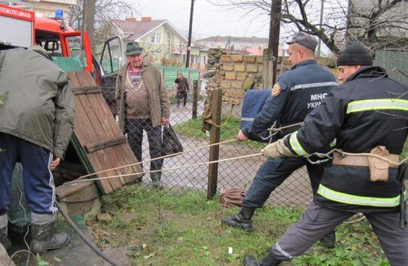 Рятувальники витягували з криниці тіло прикарпатця