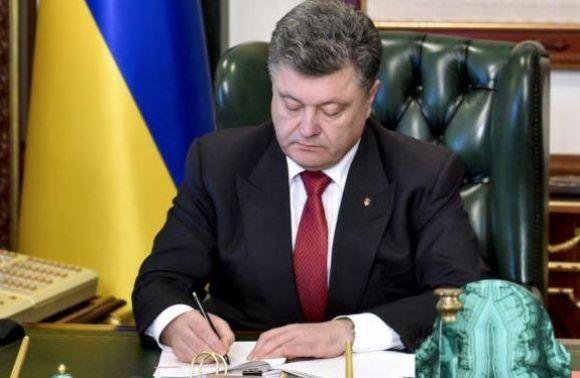 Порошенко звільнив трьох голів РДА на Львівщині