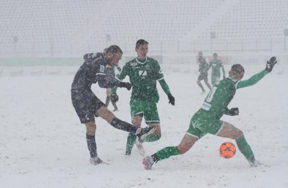 УЛьвові через сніг скасували другий тайм матчу «Карпати»— «Олімпік»